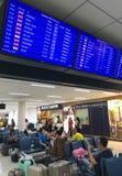 Passagers à l'aéroport de Don Mueang, Bangkok Photo libre de droits