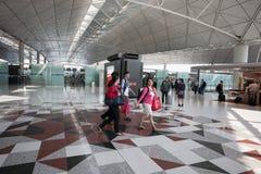 Passagers à l'aéroport en Hong Kong Image stock