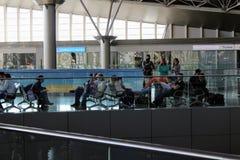 Passagers attendant leur vol à l'aéroport international Moscou de Vnukovo - juillet 2017 Photo libre de droits