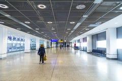 Passagers au hall de départ à Francfort Image libre de droits