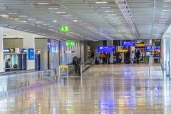 Passagers au hall de départ à Francfort Photos libres de droits