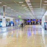 Passagers au hall de départ à Francfort Photos stock