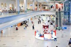 Passagers dans l'aéroport Photo libre de droits