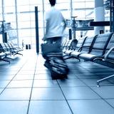 Passagers dans l'aéroport image libre de droits