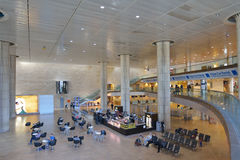 Passagers dans l'aéroport de Ben Gurion, Tel Aviv, Israël Image libre de droits