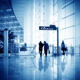 Passagers dans l'aéroport de Changhaï Pudong Image stock