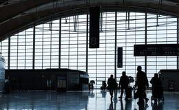 Passagers dans l'aéroport international de Shanghai Pudong Image stock