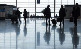 Passagers dans l'aéroport international de Shanghai Pudong Photos stock