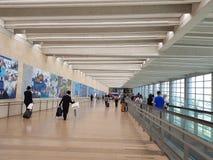 Passagers dans la région de départ sur le terminal 3 dans Ben Gurion Photographie stock