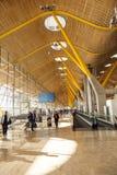 Passagers dans le terminal 4 à Images stock