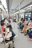 Passagers dans une voiture de souterrain, Changhaï, Chine Photographie stock libre de droits