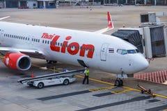 Passagers de attente d'avions thaïlandais de Lion Air chez Don Muang Inter Image stock