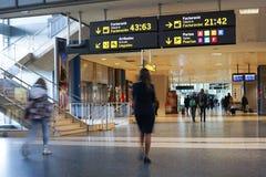 Passagers de compagnie aérienne dans l'aéroport Photos stock