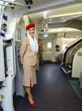 Passagers de rassemblement de membre d'équipage d'émirats Photographie stock