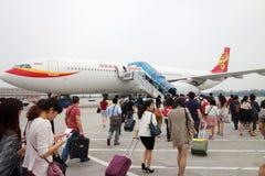 Passagers embarquant dans l'aéroport de Pékin Images libres de droits