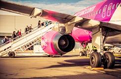 Passagers embarquant dans l'aéroport de Paris Beauvais Photo stock
