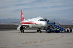 Passagers embarquant dans l'aéroport de Turpan Photo libre de droits