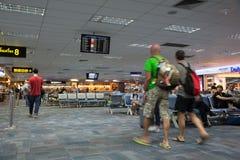 Passagers en île Phuket d'aéroport Photo stock