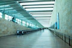 Passagers non identifiés en Ben Gurion Airport Image stock