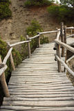 Passages couverts en bois en montagnes Image libre de droits