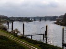 Passages de la Ruhr de douilles près du port de Duisbourg Photographie stock libre de droits