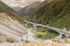 Passaggio del viadotto di Otira il modo ai arthurs alpini Fotografie Stock