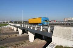 Passaggio della strada principale con il camion Fotografia Stock Libera da Diritti