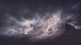 Passaggio di alta montagna in atmosfera drammatica Immagine Stock Libera da Diritti