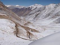 Passaggio di alta montagna della La di Khardung 5359 m. a S L nella regione di Ladakh, l'India Immagine Stock Libera da Diritti