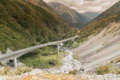 Passaggio di Arthurs, strada del ponte del viadotto di Otira alla montagna, Nuova Zelanda Fotografia Stock Libera da Diritti