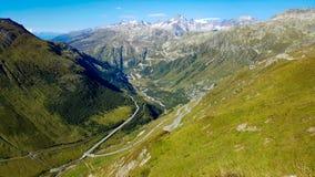 Passaggio di Grimsel in alpi dal passaggio di Furka in Svizzera Fotografie Stock