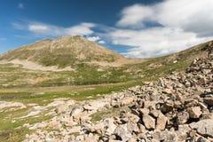 Passaggio di indipendenza 12.810 piedi sopra il lago independence Fotografia Stock Libera da Diritti