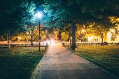 Passaggio pedonale al parco del cerchio di Du Pont alla notte, in Washington, DC Fotografia Stock Libera da Diritti