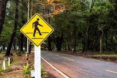 Passaggio pedonale del segnale stradale vicino alla spiaggia Fotografia Stock Libera da Diritti