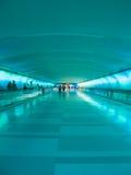 Passaggio pedonale dell'aeroporto di Detroit - Teal Fotografie Stock