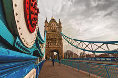 Passaggio pedonale di Londra del ponte della torre Fotografia Stock Libera da Diritti
