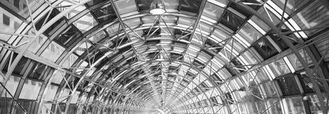 Passaggio pedonale di vetro dell'interno Fotografie Stock Libere da Diritti