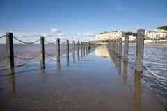 Passaggio pedonale marino ad alta marea, giumenta eccellente di Weston, Somerset del lago Immagini Stock Libere da Diritti