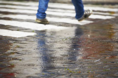 Passaggio pedonale in pioggia Immagini Stock Libere da Diritti
