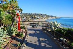 Passaggio pedonale scenico nel parco di Heisler, Laguna Beach, CA Immagini Stock