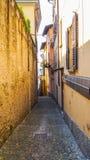 Passaggio pedonale stretto di punto nella città di Bellagio Immagini Stock