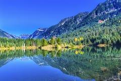 Passaggio Washington di Snoqualme del picco di Mt Chikamin di riflessione del lago gold Immagine Stock Libera da Diritti