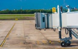 Passagier het Inschepen Brug voor Pas door stock afbeeldingen
