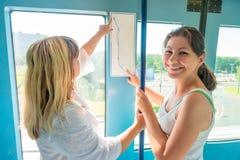 Passagier zwei von öffentlichen Transportmitteln lizenzfreies stockfoto