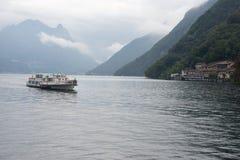 Passagierboot auf See Lugano, die Schweiz lizenzfreies stockbild