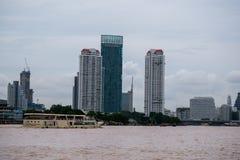 Passagierboot bei Chao Praya River, Bangkok Thailand lizenzfreies stockfoto