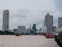 Passagierboot bei Chao Praya River, Bangkok Thailand Stockbild