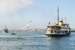 Passagierboot, das Hafen verlässt Stockfoto