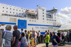 Passagiere auf dem Nils Holgersson-Wellenartig bewegen stockfotos