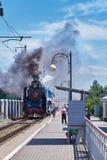 Passagiere der Retro- Bahnstation der Stadt von Rostow Lizenzfreie Stockfotografie